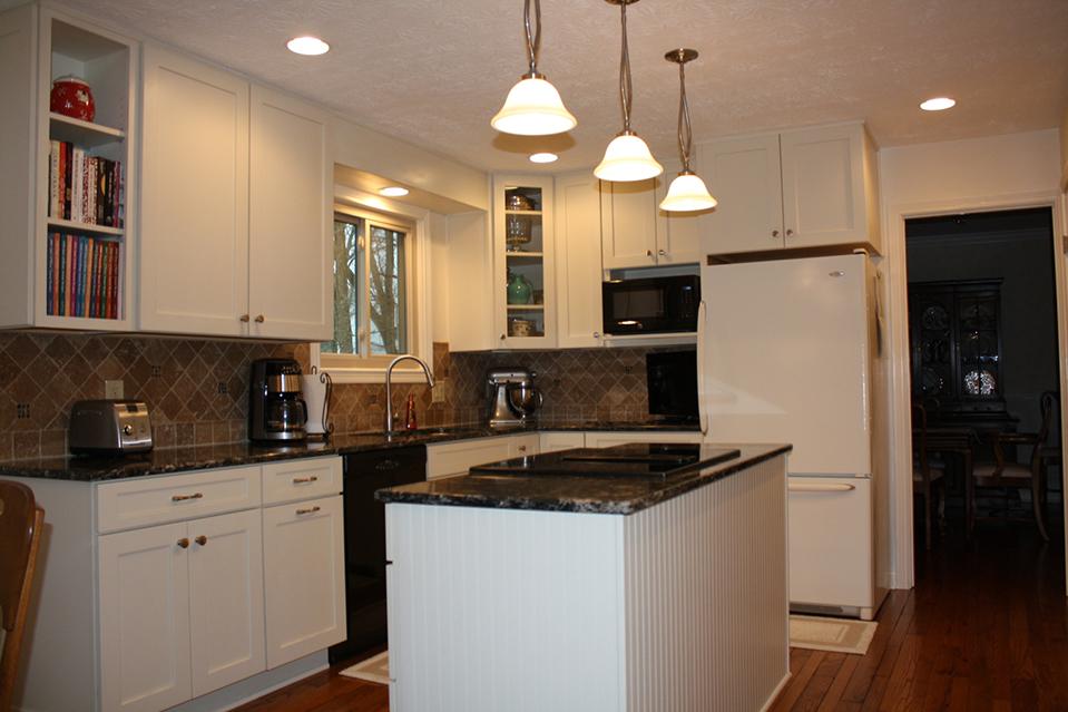 Kitchen Island, Granite Countertop and Range
