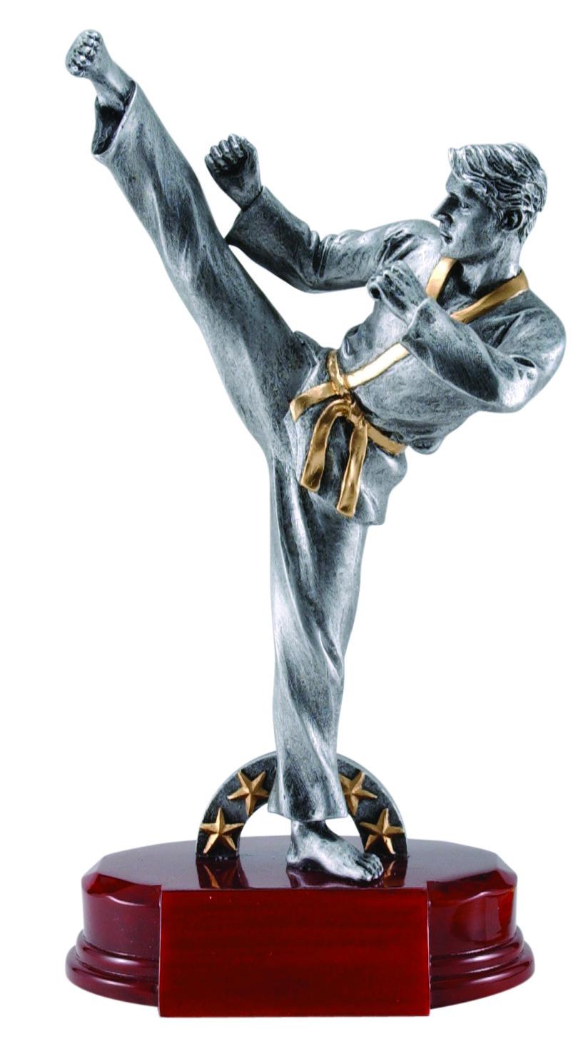 """Karate, Male:   Large - RFC-1169 - 9.25""""  Medium - RFC-969 - 9""""  Small - RFC-769 - 7.25"""""""