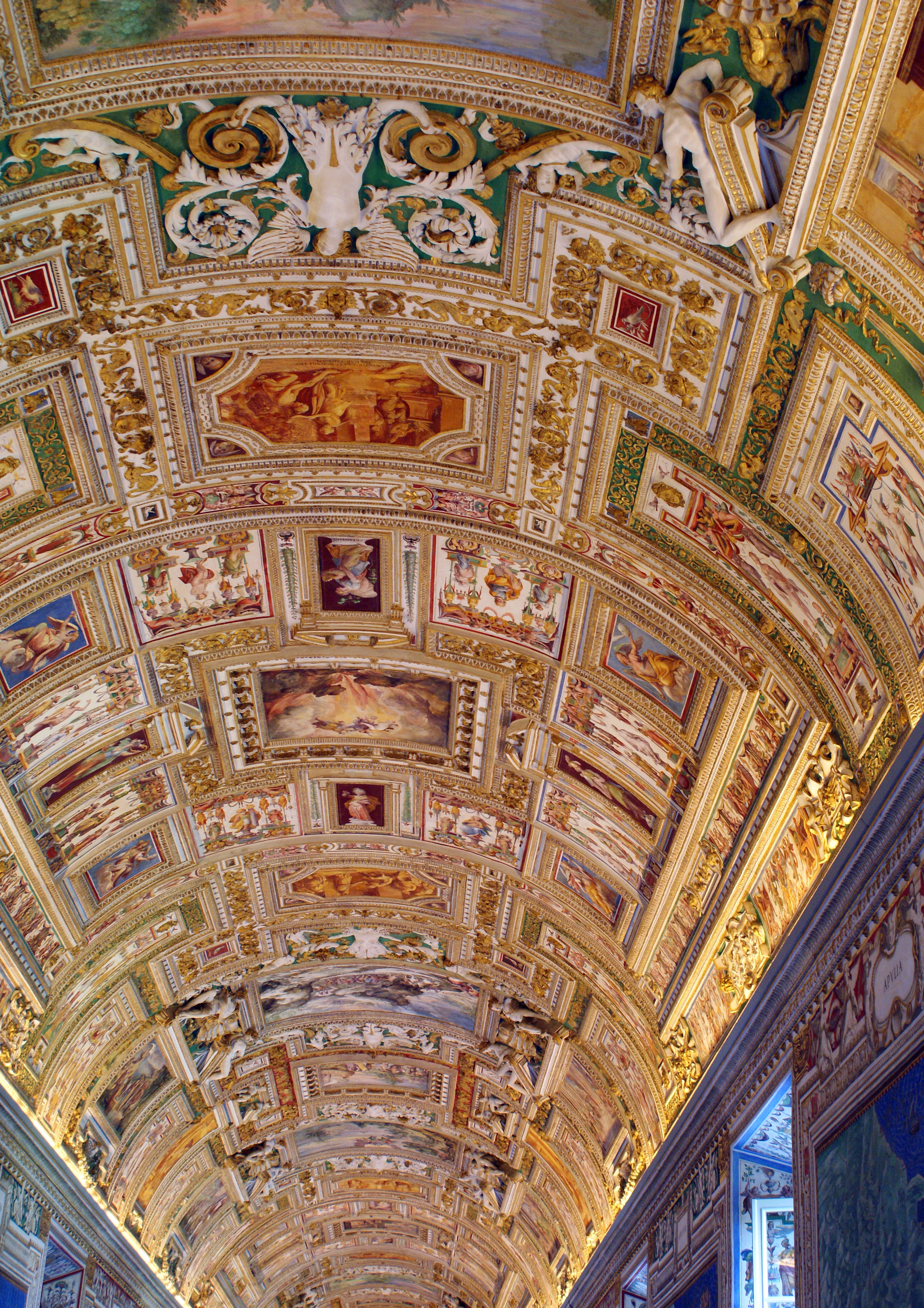Vatican Museum 004.jpg
