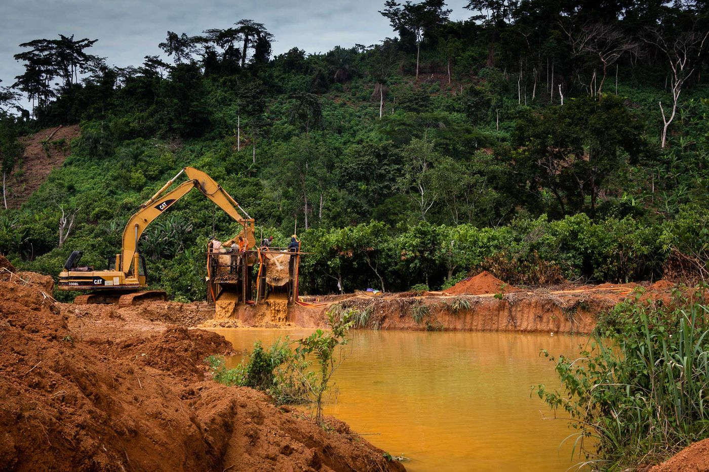 A small-scale mining operation in Kibi, Ghana. PHOTOGRAPHER: RUTH MCDOWALL FOR BLOOMBERG BUSINESSWEEK