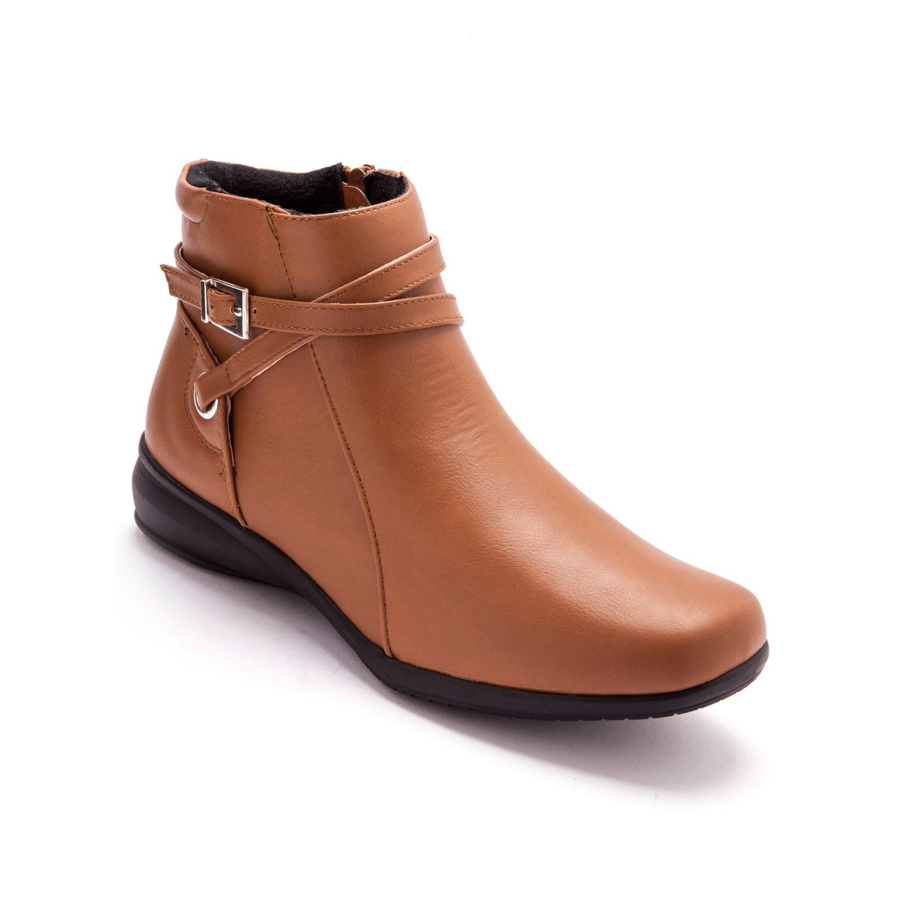 Boots felpati all'interno, cinturino fantasia -$67.90