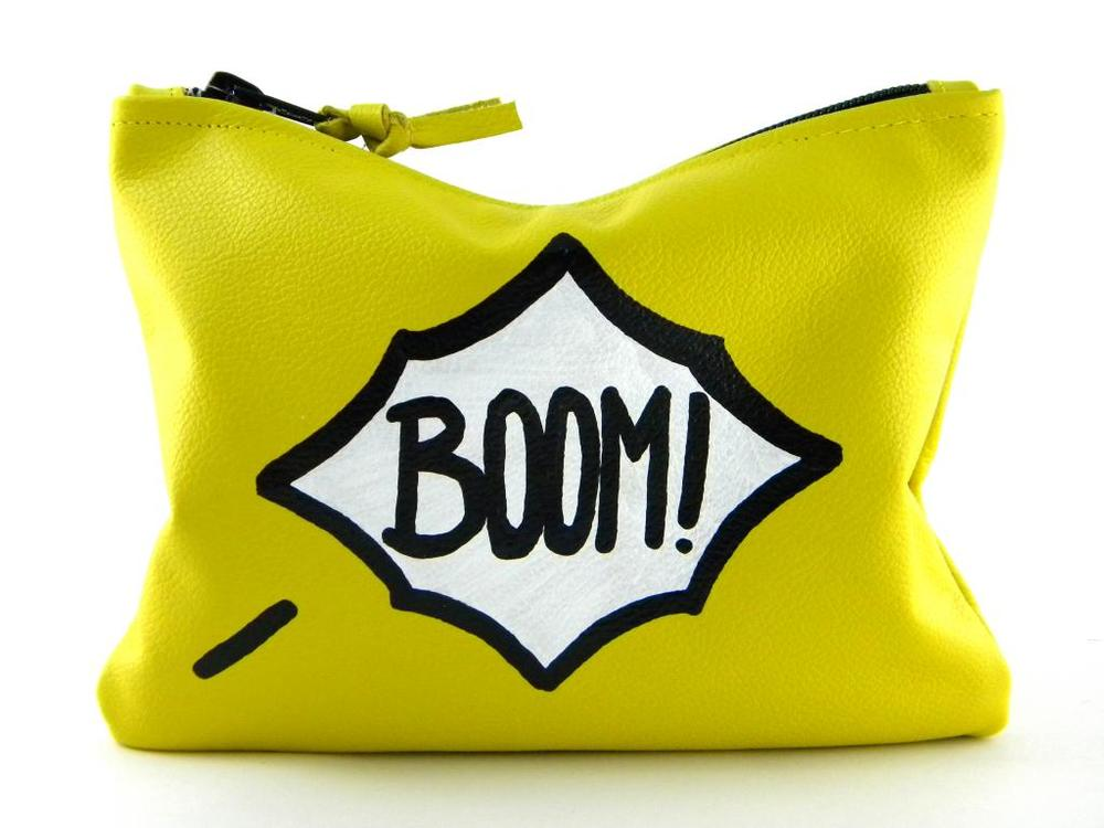 COMIC MINI STATEMENT CLUTCH