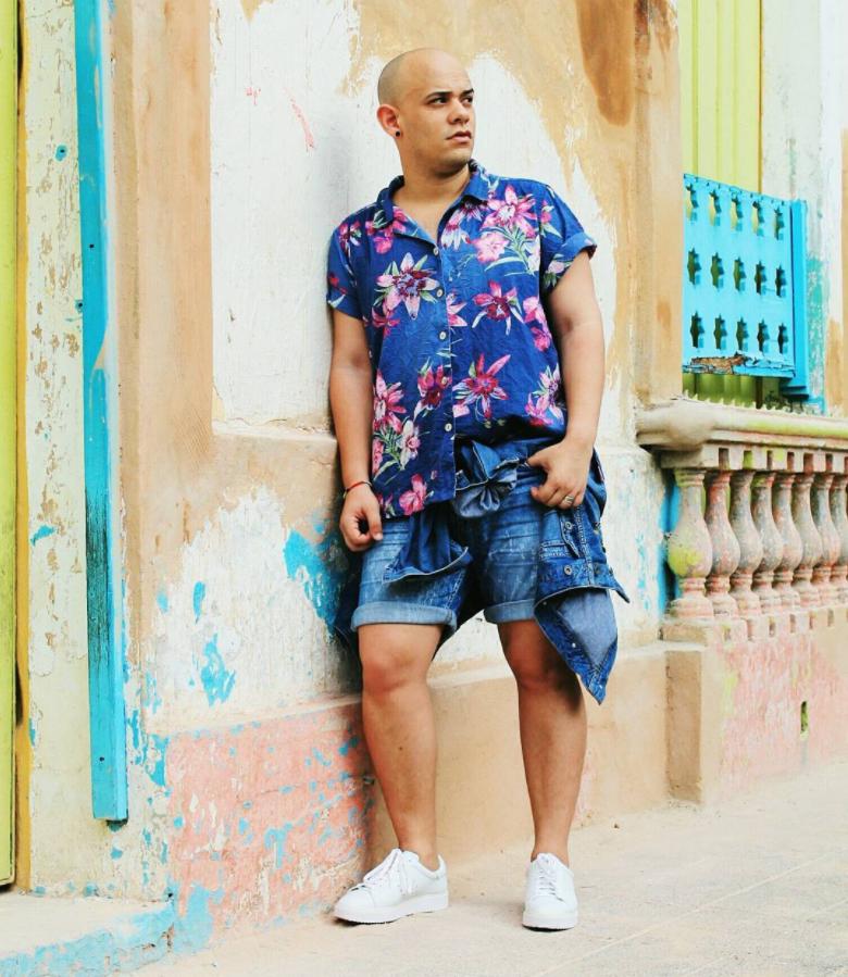 "Ignacio MH: ""Mis pasiones a todo color! 🌈🎈 👸Diseñador de tocados 👕Visual Merchandiser 👗Window Dressing 📩Republicafashionista@gmail.com www.larepublicafashionista.com """