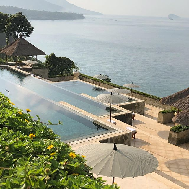 Time for a morning plunge ! Hello Ball-eee @amy_craycray @chet_offensive #aman #amankila #infinitypool #paradise #morninglight