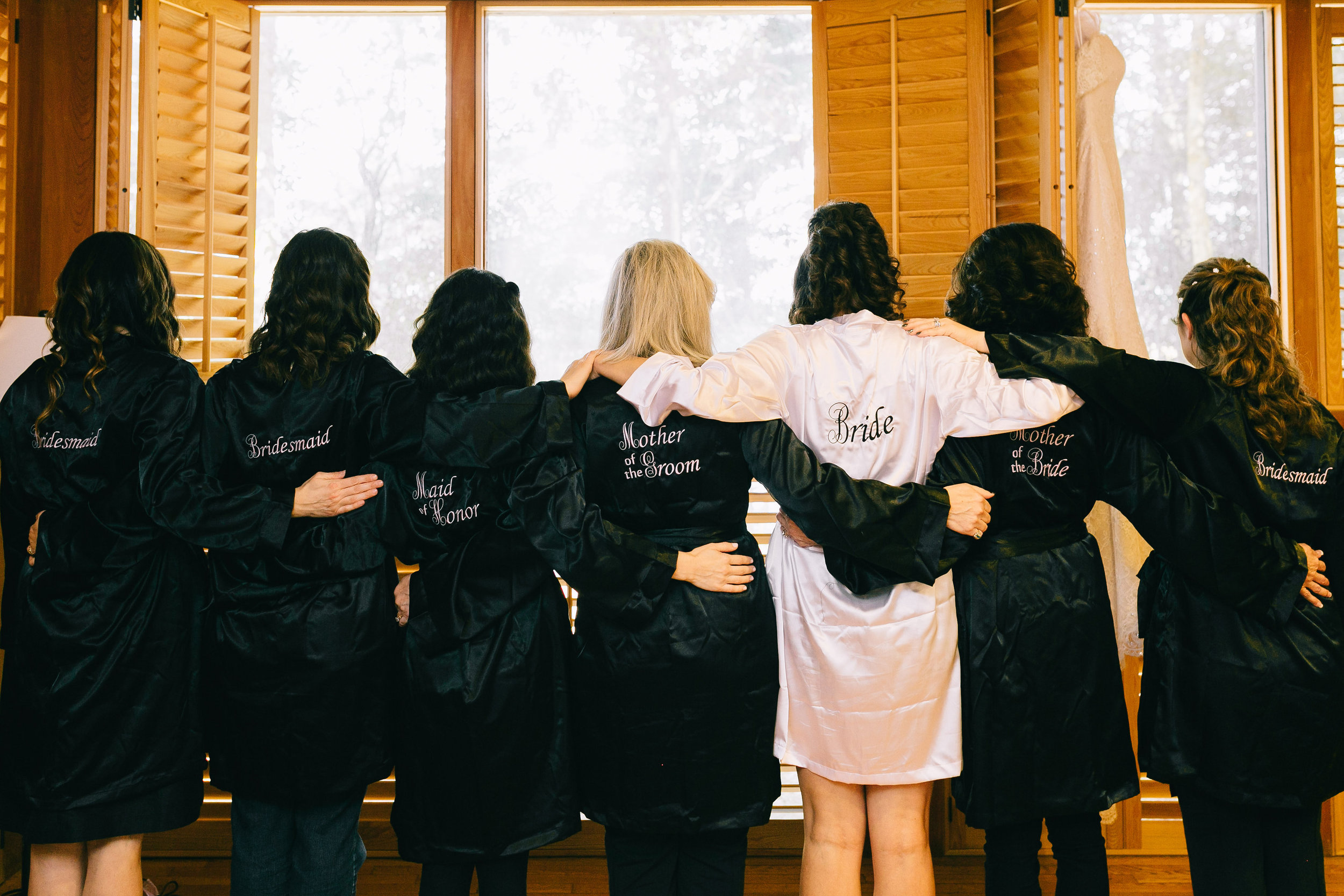 middleton place charleston wedding planners | bride and bridesmaids satin robes