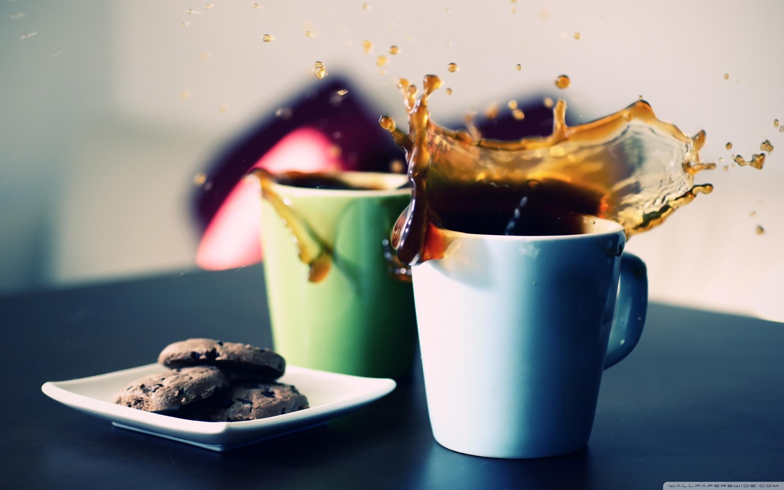 tea_cups_splash-wallpaper-2560x1600.jpg