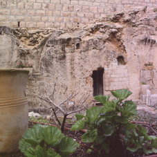 Seamless Robes & Grave Clothes:  Take a closer look at what Jesus wore