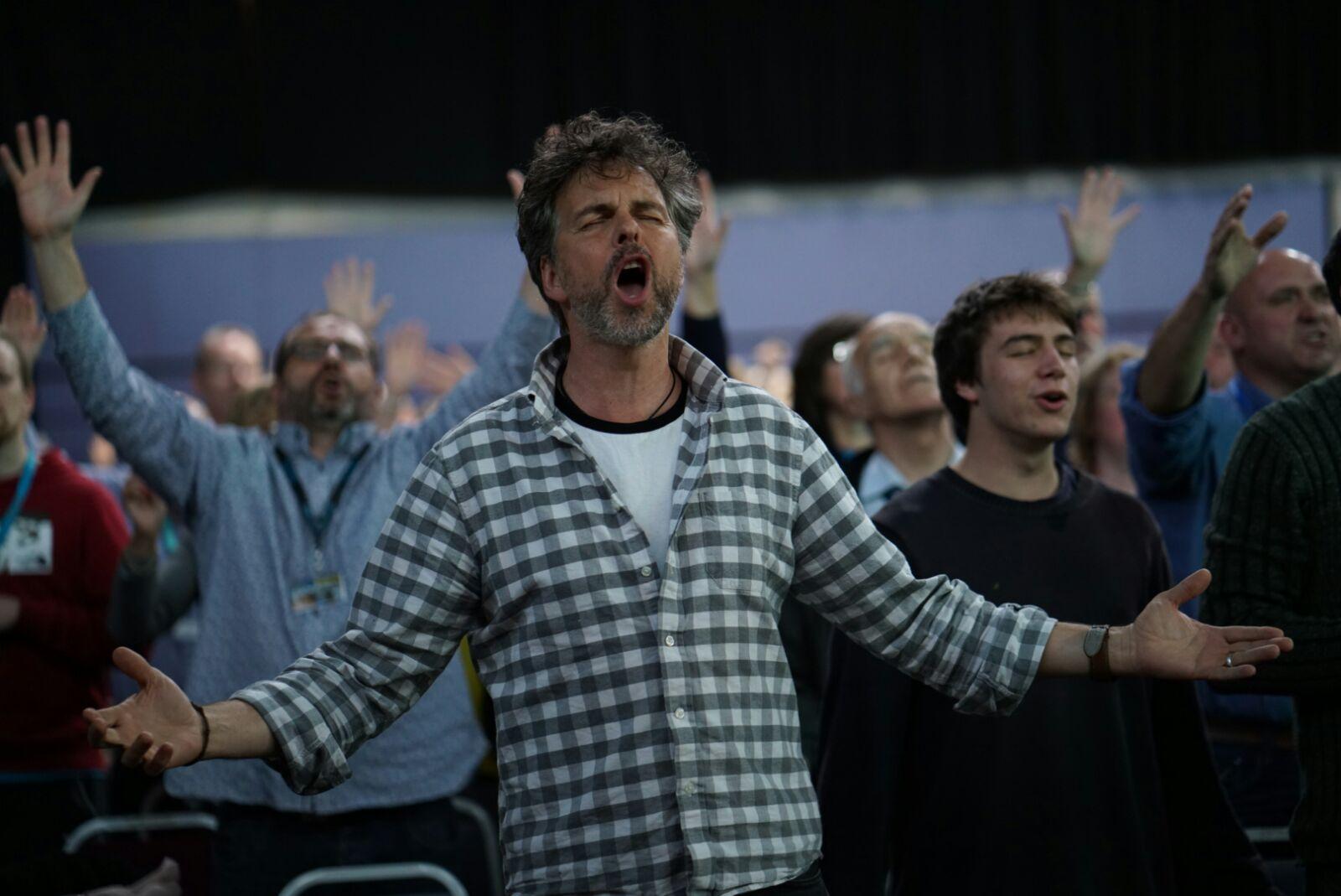 pete singing.jpg