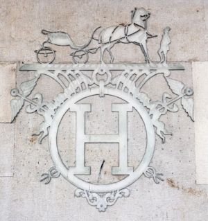 depositphotos_12256923-stock-photo-hermes-logo.jpg
