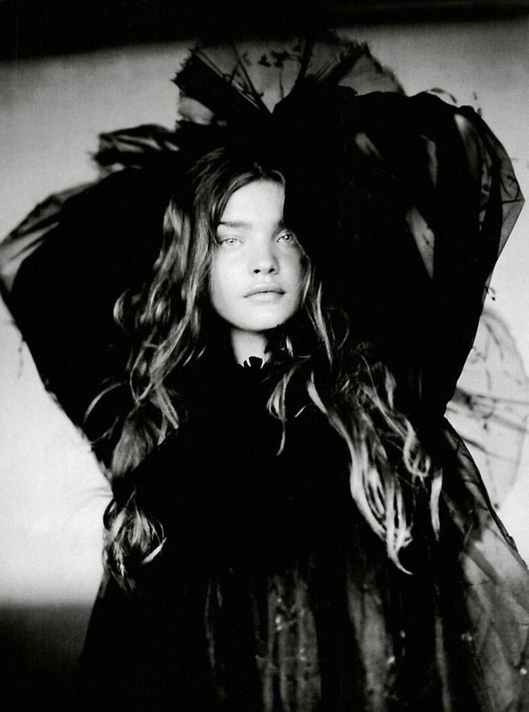a-girl-of-singular-beauty-paolo-roversi-edward-enninful-vogue-italia-via-fgr4