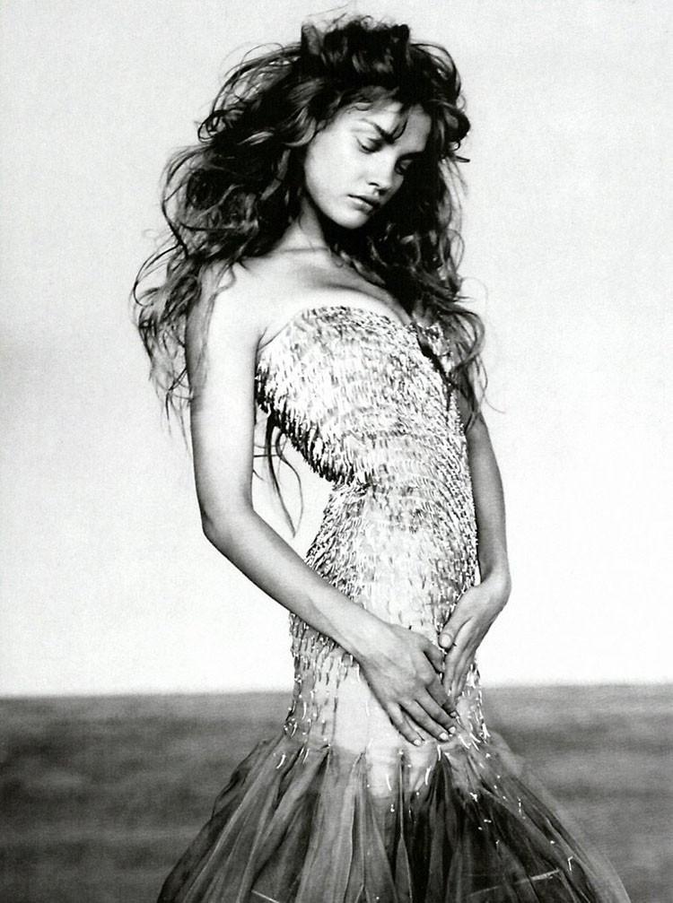 a-girl-of-singular-beauty-paolo-roversi-edward-enninful-vogue-italia-via-fgr6