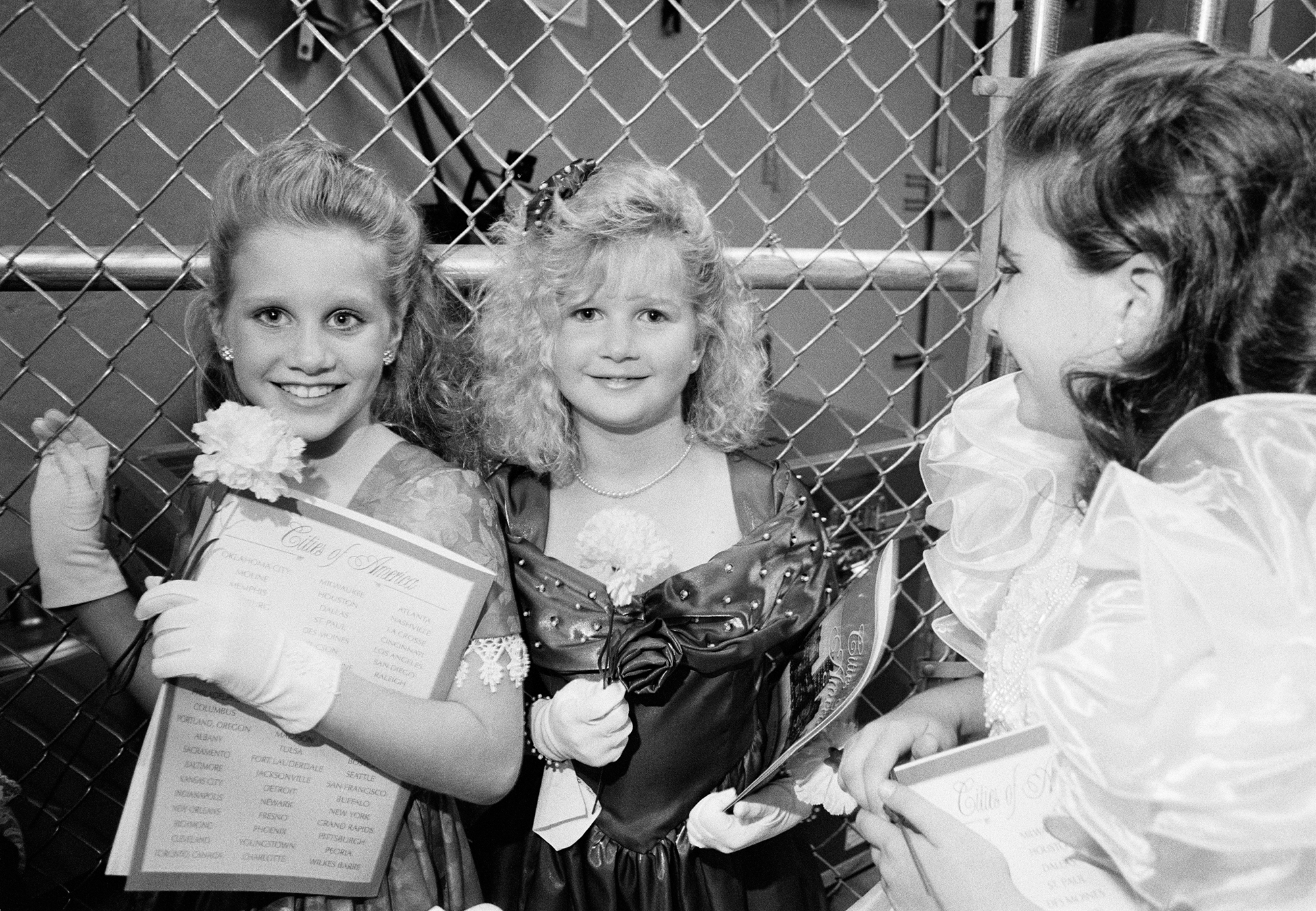 girls_fence.jpg