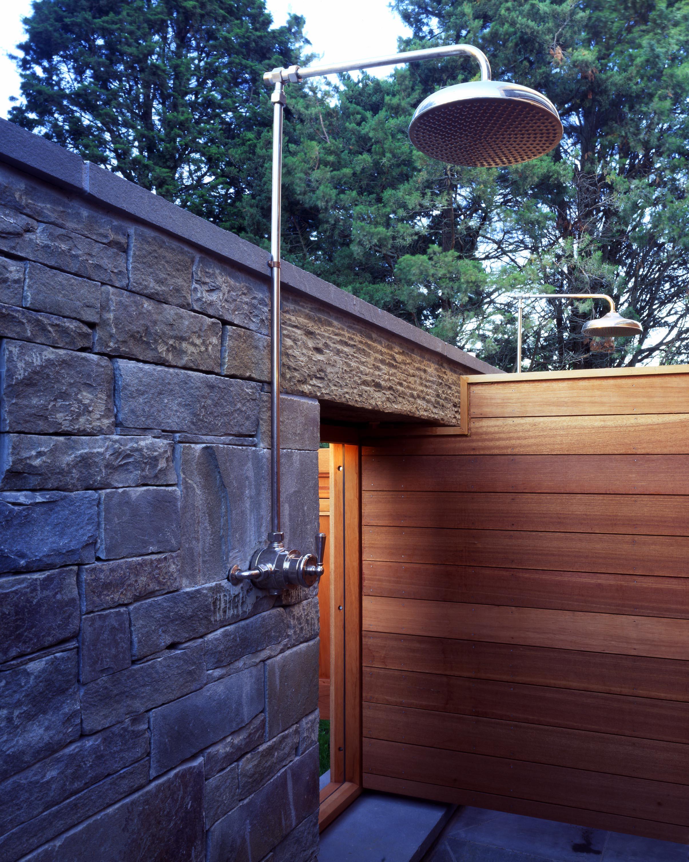 poolhouse1_shower.jpg