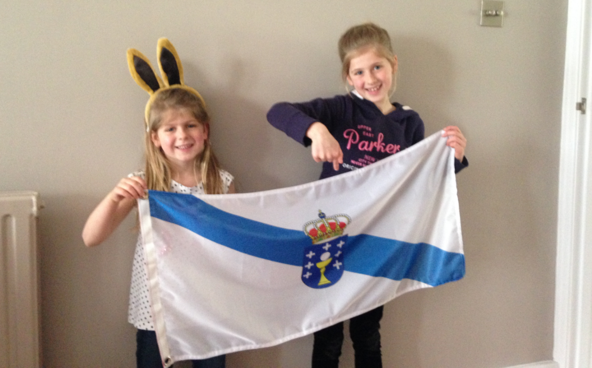 Jav receives family support from our nieces - holding up the Galician flag