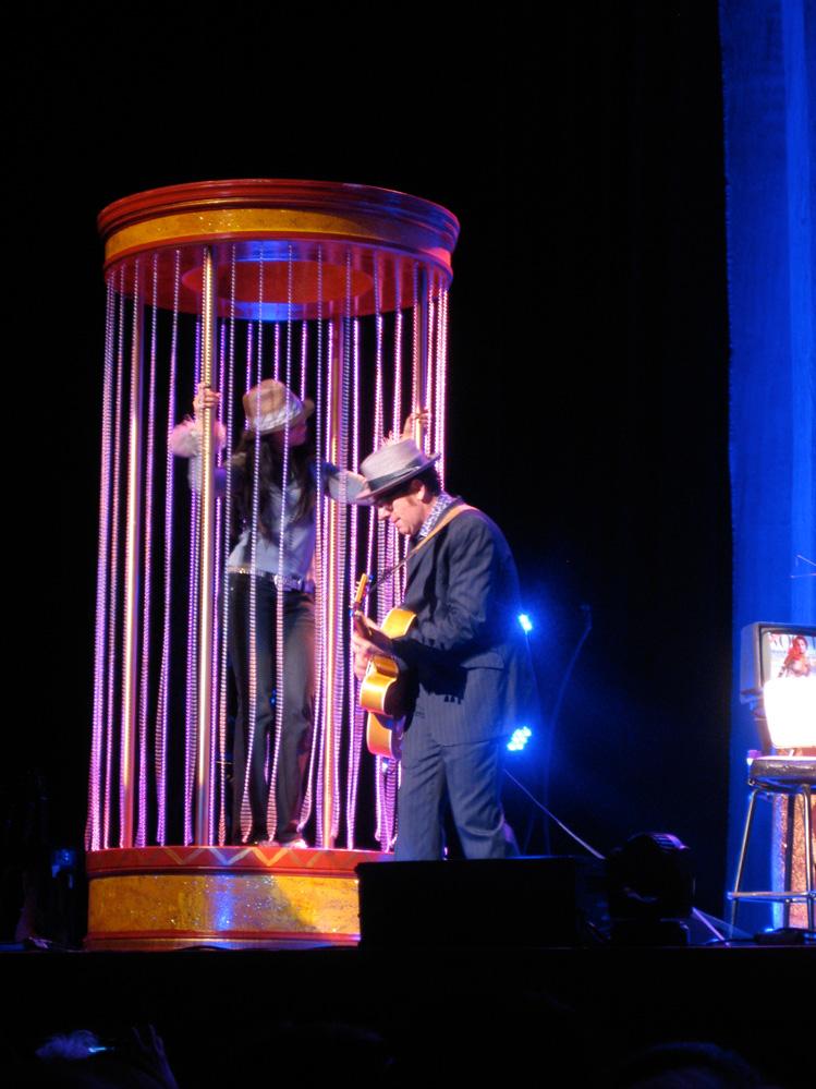 Elvis said he liked this amateur dancer's lid.