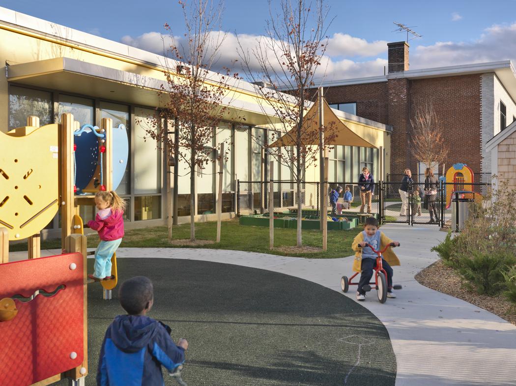 phopro-ext-playground-150ppi-7x5.jpg