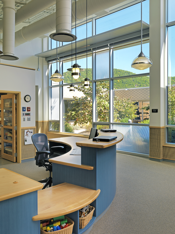 phopro-int-reception desk-V1500px.jpg