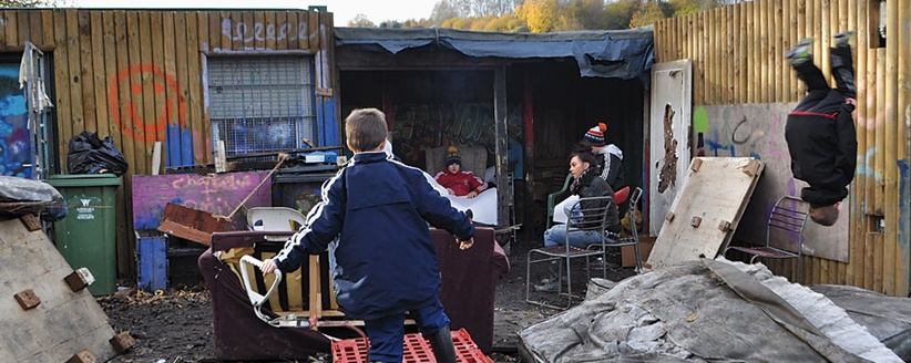 Mattress flips and fire pit hangouts at The Land in Northern Wales. Photo by  The  Atlantic  article author, Hanna Rosin