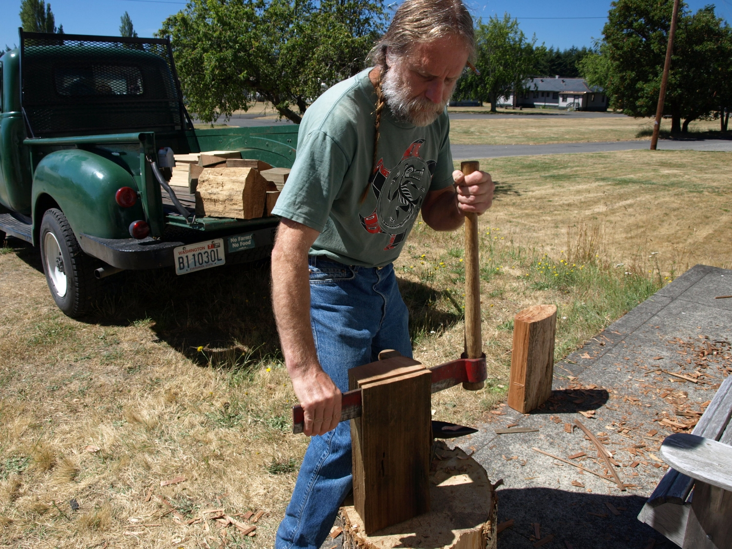 Coopering, Steve Habersetzer using a froe