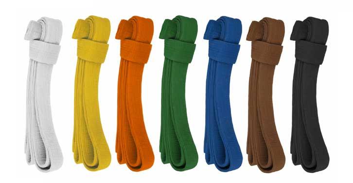 Evenals bij o.a. Judo en Karate, bestaat ons  graduatiesysteem  uit de volgende kleuren banden