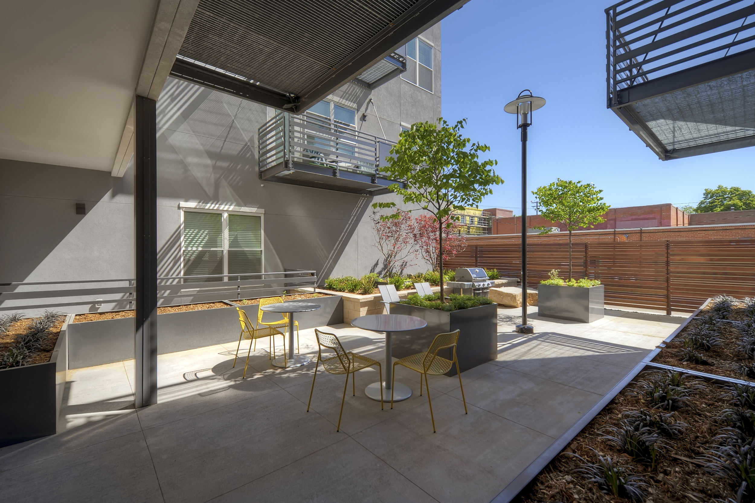 1707+Walnut+St+Print+patio+Unit+210-print-013-Courtyard-3171x2114-300dpi.jpg