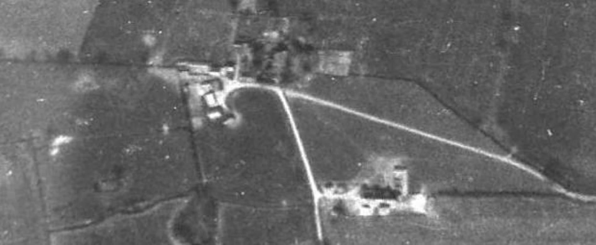 Fig.32 Aerial photograp  h of 'Barn Hill', December 1945