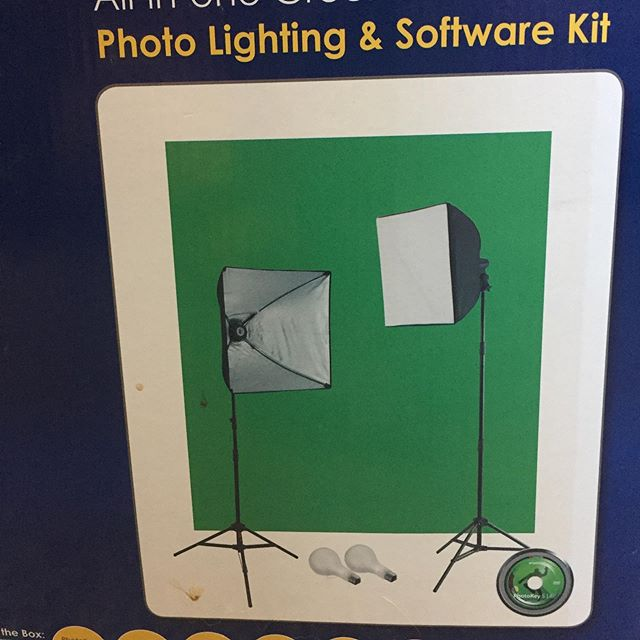 Wescott Illusions Ulite photo lighting kit with green screen $125