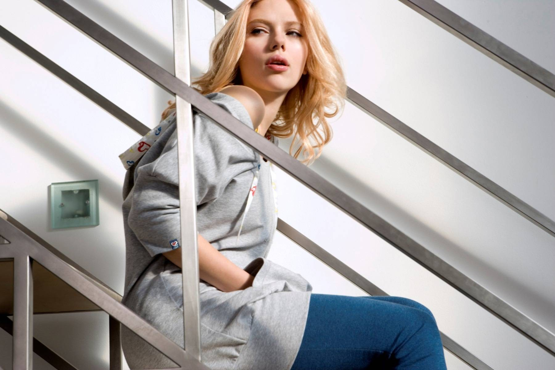 women_american_scarlett_johansson_actress_models_fashion_stairways_desktop_1800x1200_hd-wallpaper-920248.jpg