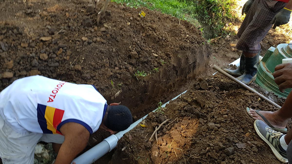 Joji digging.jpg