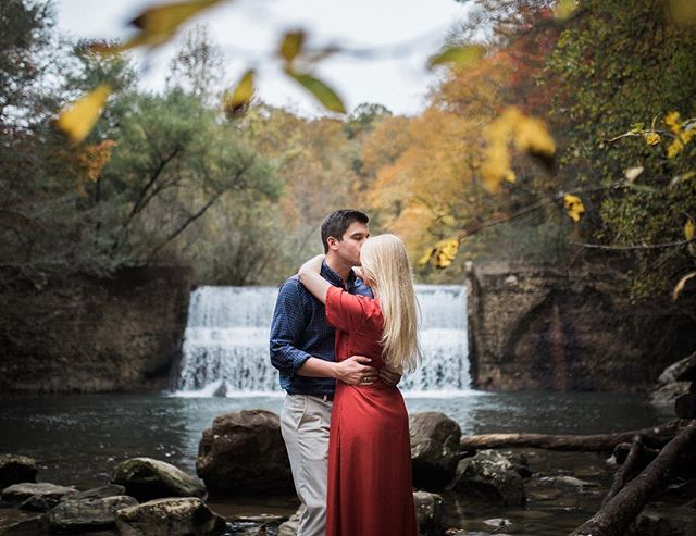 Beautiful session with Melanie & Scott ☺️ awesome getting a chance to hangout and capture these photos for you two 📸. . #shesaidyes #thepinkbride #chattanoogaweddingphotographer #travelingweddingphotographer #filmborn #mastinlabs #hiketennessee #hikechattanooga #makeportraits #exploretocreate