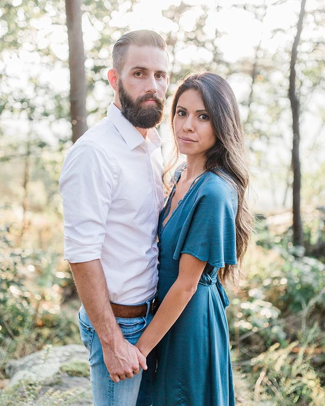 """7 Outfit Tips For Your Engagement Session📸👇 . 1️⃣ Stick to what makes you feel YOU . The more comfortable you are with the style of outfit, the more comfortable you'll feel and less awkward you'll feel when posing in front of the camera 🙂. Stick with your """"style"""" and what makes you feel beautiful and comfortable. . 2️⃣ Complement, but don't match . Stick away from matching your partners outfit and wearing patterns that are too busy. Keep colors of outfits solid. Complementing each others outfits works out best for portraits. . Also pay attention to color scheme. If you want to wear a nice blue dress, adding the same blue hue in one of your fiancé's accessories can be a great way to keep a color scheme and complement his outfit instead of matching. . 3️⃣ Wear Pastels, cool colors, and neutral tones . Stick away from strong colors like neon and orange. Pastels, cool colors, and neutral tones will help your faces and love/story with each other in the portraits stand out. . 4️⃣ Add an accessory. . Adding at least one accessory to your outfit can look really gorgeous in portraits. This could be as simple as a cute scarf or a necklace. . 5️⃣ Stick with one or two outfits. . It's important to remember to keep the engagement session from turning into a fashion session. Having to many outfits can take time away from the time actually photographing because you'll feel rushed and stressed to jump into different outfits. . With one or two outfits you can be focused on the session to try out more locations and poses to best display your love and story with each other. . 6️⃣ Go classic, not trendy. . Choose outfits that will be timeless! The last thing you want is to look back at an engagement session years from now and be upset that you're wearing something that is no longer in style. Go with a classic outfit you are comfortable in that will never go out of style. . 7️⃣ Make use of the season! . Not sure what to wear for a winter or fall session? Don't be afraid to bundle up in """