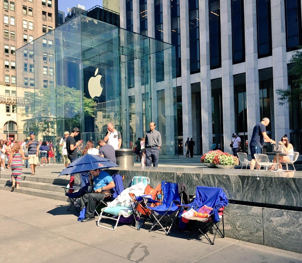 Kevin Siskar iPhone Waiting Line