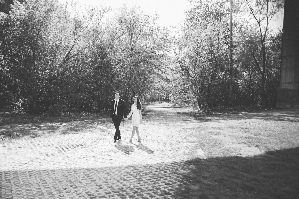 Romantic-engagement-photos-SirWinstonChurchillPark-Toronto-wedding-009.JPG