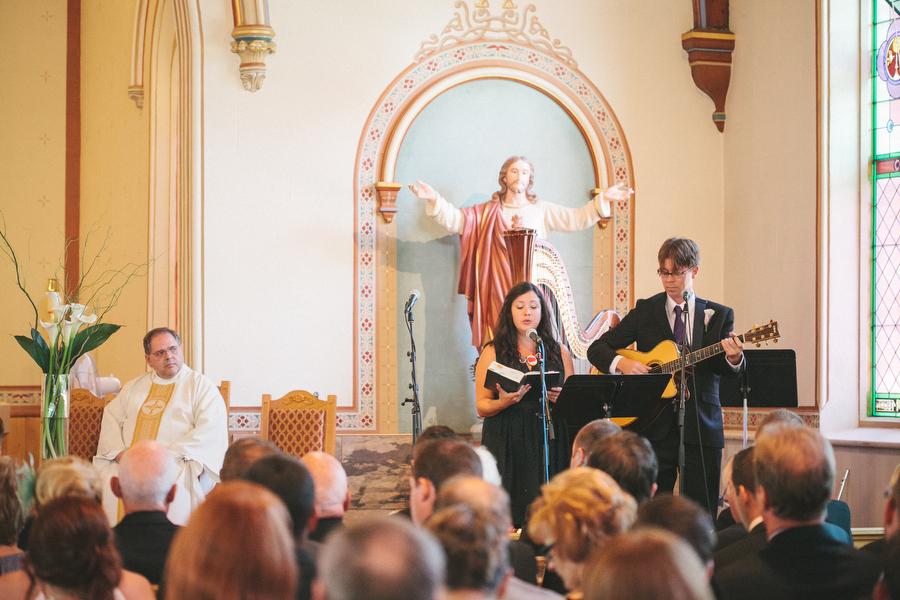 cottage-wedding-photos-CranberryGolfResort-Muskoka-musicians017.JPG
