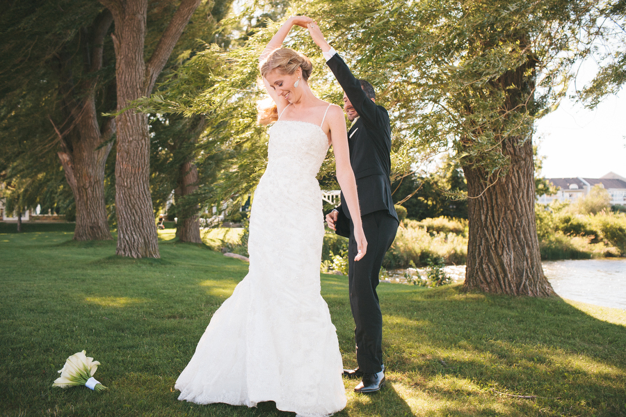 cottage-wedding-photos-CranberryGolfResort-Muskoka-musicians048.JPG