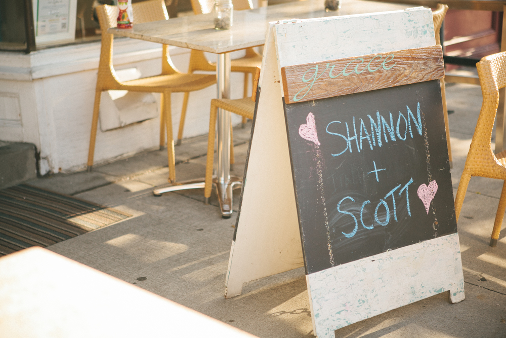 intimate-wedding-photos-Grace-Restaurant-Toronto-pregnantbride003.JPG