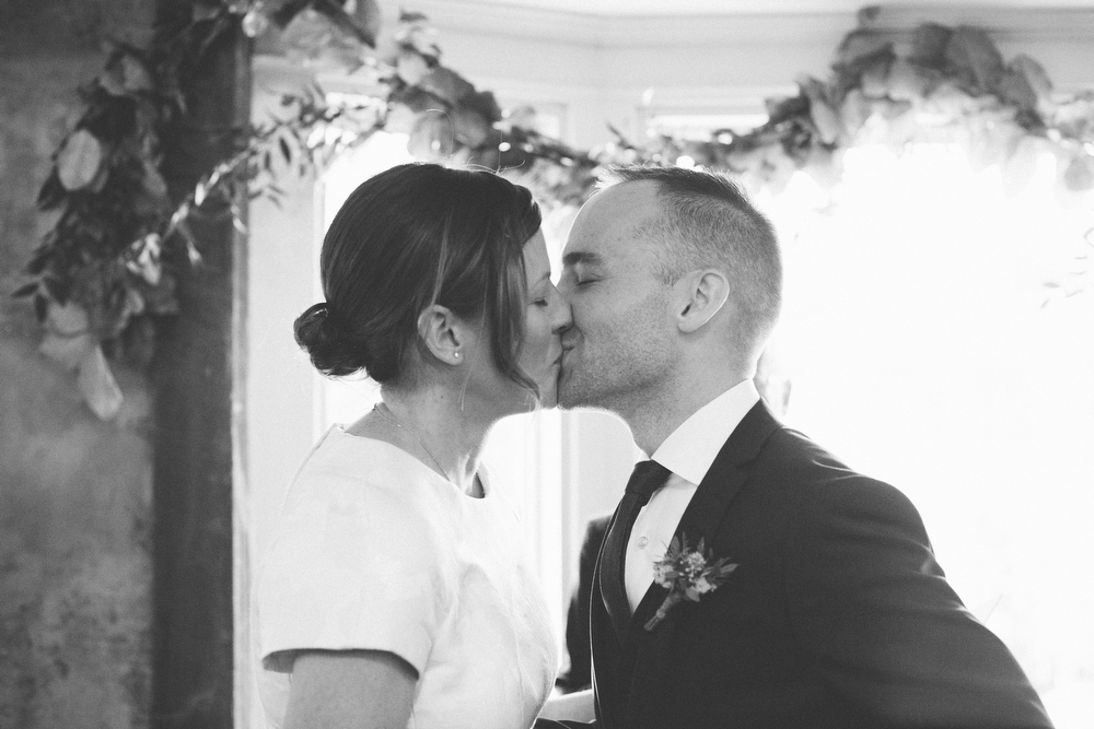 intimate-wedding-photos-Grace-Restaurant-Toronto-pregnantbride032.JPG