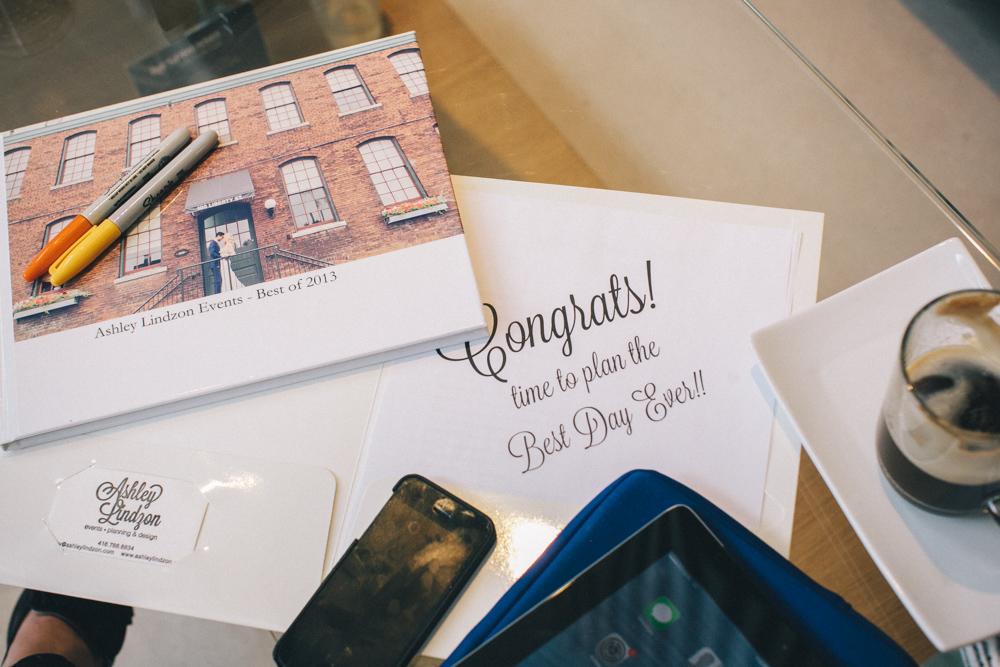 artist-portrait-photos-AshleyLindzon-Toronto-planner-weddings--004.jpg