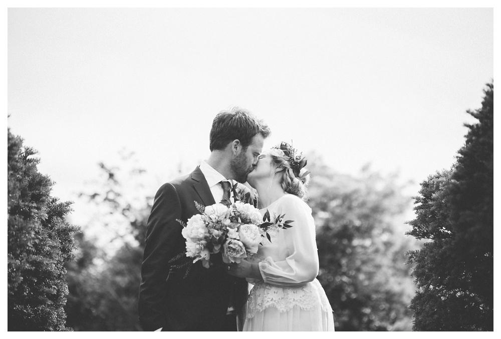 intimate-wedding-photos-Toronto-Louvrier-HighPark-061.JPG