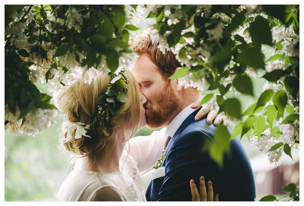 intimate-wedding-photos-Toronto-Louvrier-HighPark-078.JPG