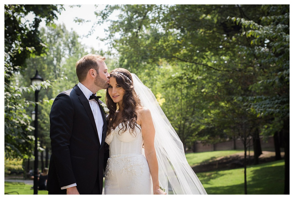 White Toronto, luxe, wedding, wedding dress, Gardiner Museum, 99 Sudbury, Ashley Lindzon, Inbal Dror, Philospher's Walk, bride and groom, love, kiss,