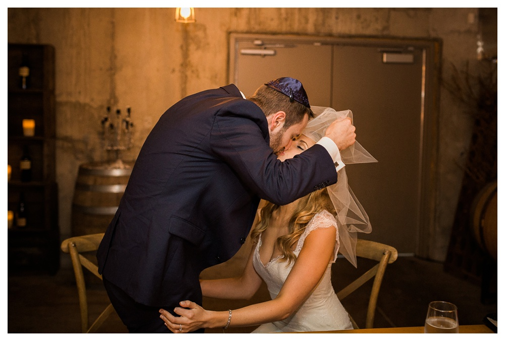 Ravine Winery, wedding, romantic, Niagara-on-the-lake, Blush and Bowties, Jewish wedding, Jewish wedding ceremony, kiss, couple,