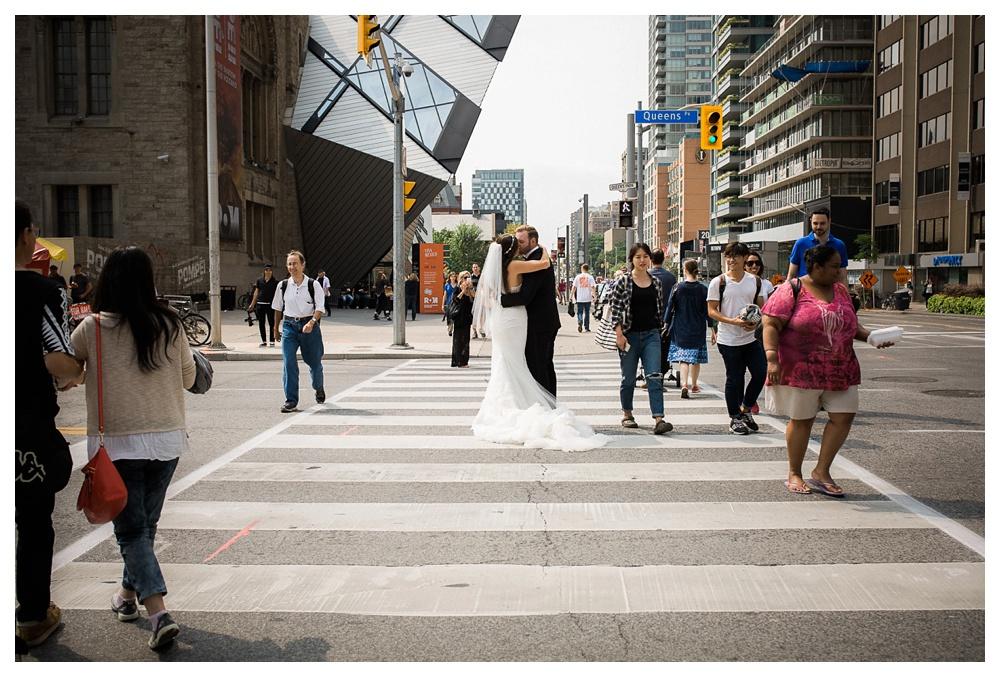 46-DanijelaWeddings-wedding-Toronto-AshleyLindzon-Inbaldror-therom-gardinermuseum-99sudbury-traffic-kiss-crosswalk.JPG