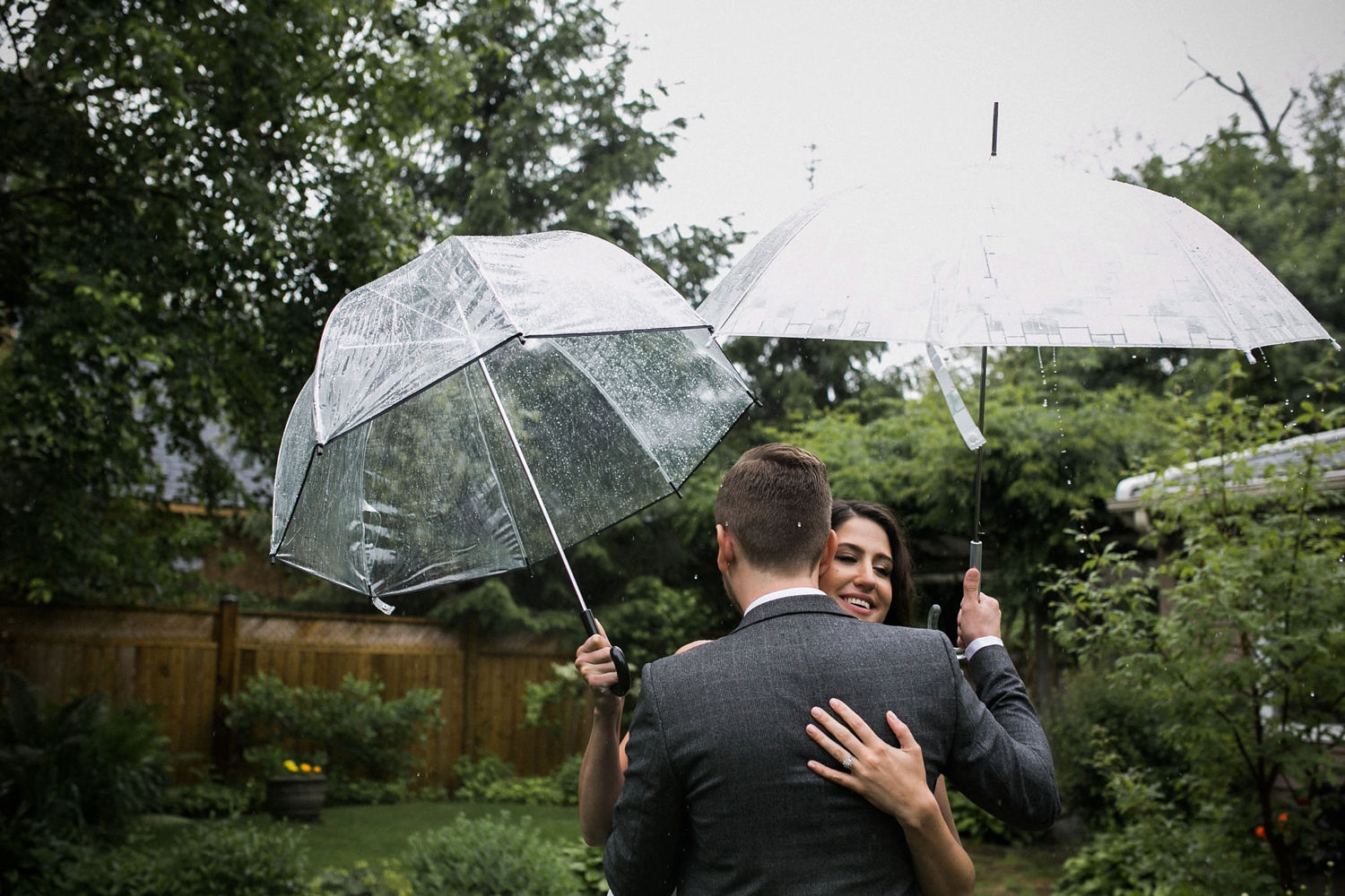 Kurtz-orchard-wedding-photos-danijelaweddings-rainy-romantic016.JPG