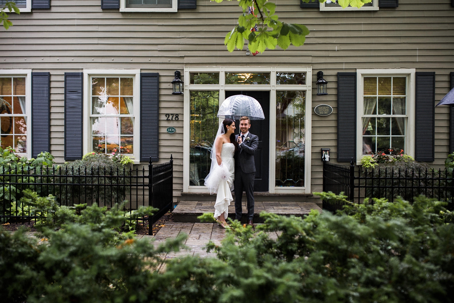 Kurtz-orchard-wedding-photos-danijelaweddings-rainy-romantic019.JPG