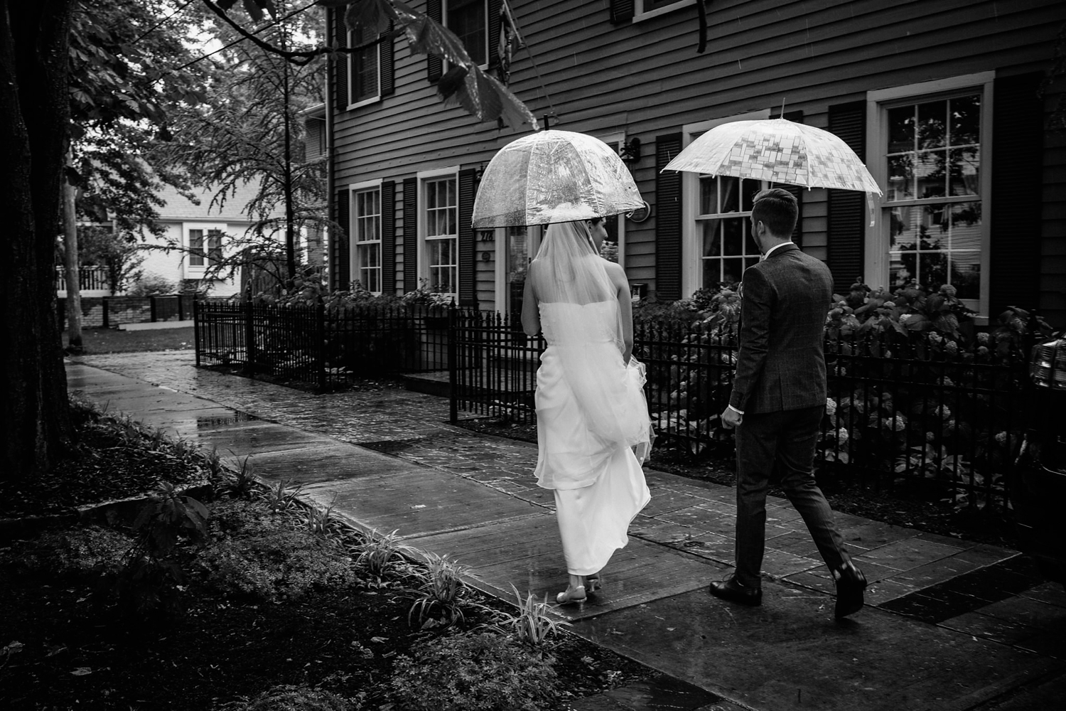 Kurtz-orchard-wedding-photos-danijelaweddings-rainy-romantic018.JPG