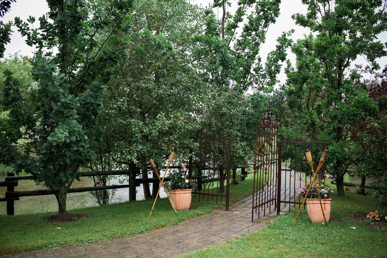 Kurtz-orchard-wedding-photos-danijelaweddings-rainy-romantic023.JPG