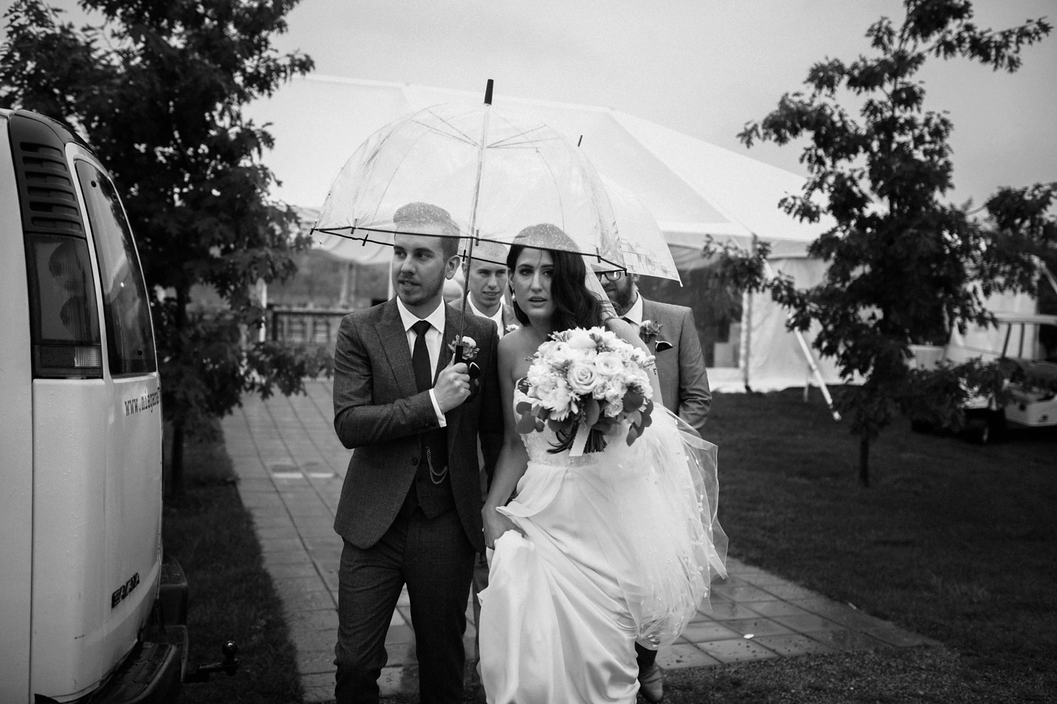 Kurtz-orchard-wedding-photos-danijelaweddings-rainy-romantic024.JPG
