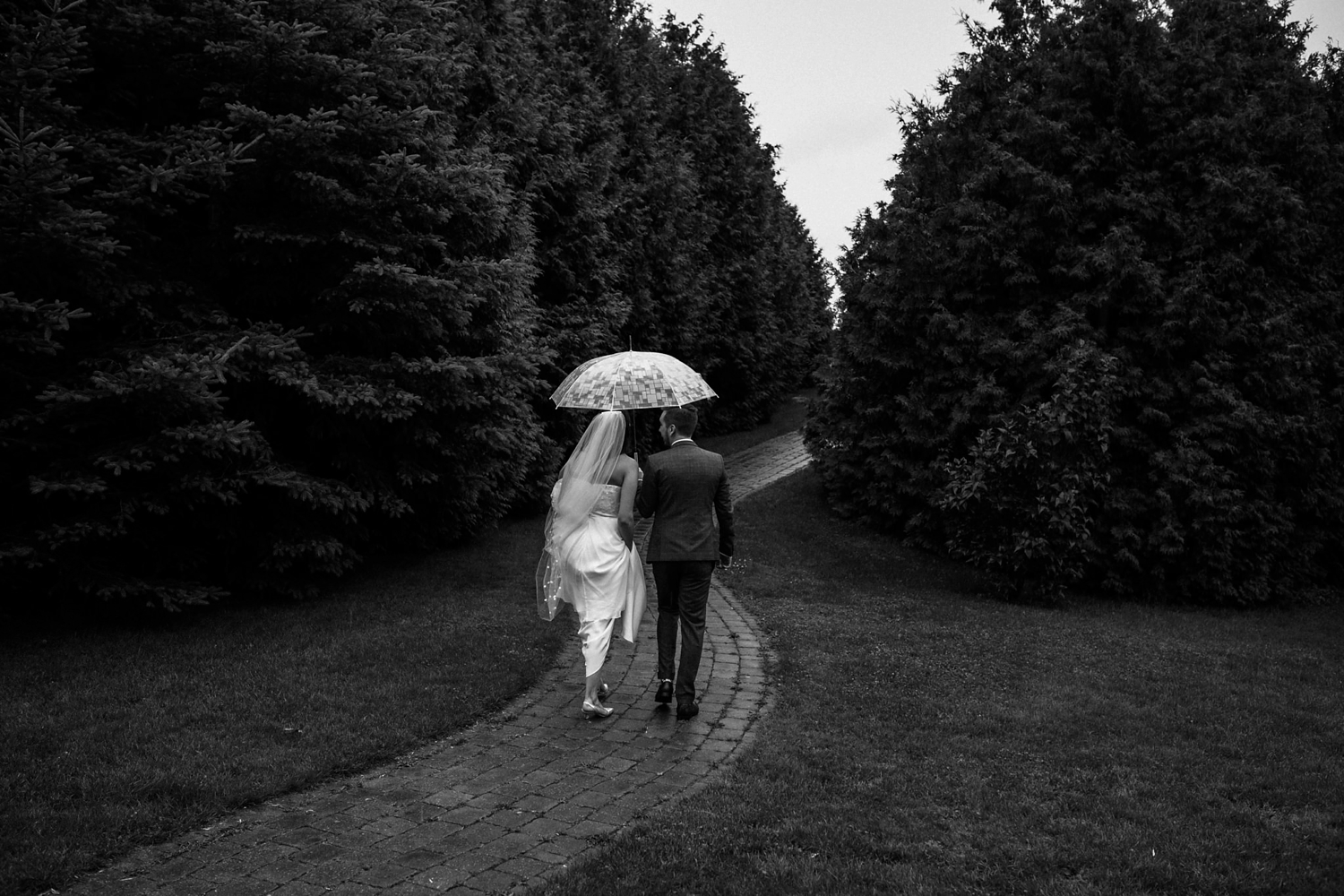 Kurtz-orchard-wedding-photos-danijelaweddings-rainy-romantic025.JPG