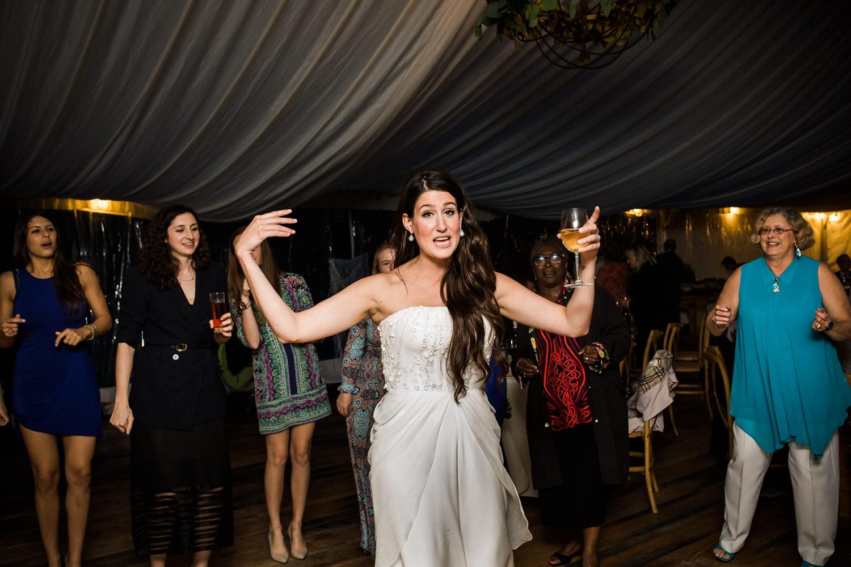 Kurtz-orchard-wedding-photos-danijelaweddings-rainy-romantic073.JPG